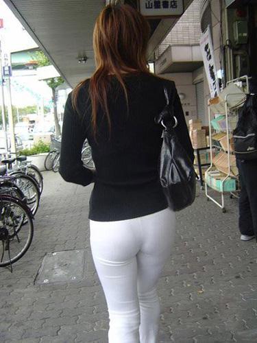 学校女生黑色紧身裤袜
