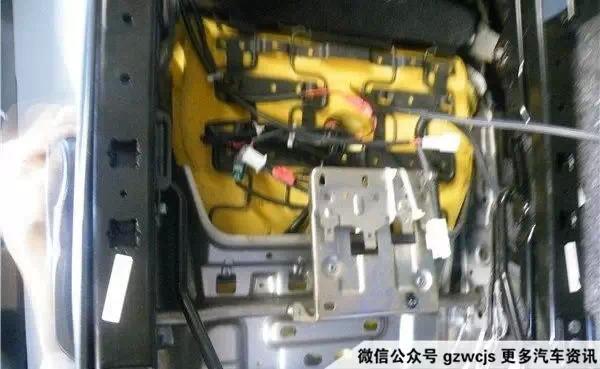 可以添加制冷片主动制冷,又或者将部分已配备后排空调出风口位置稍微