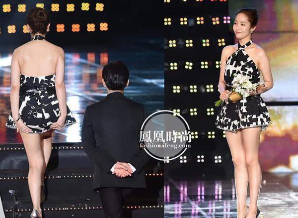 抓拍模特的尴尬一幕 美女模特当众趴地上