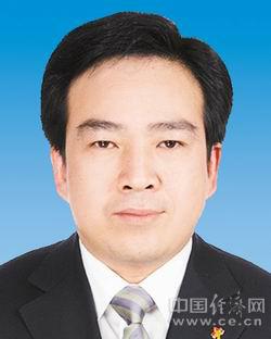 张鸣,男,汉族,1962年6月生,湖南汨罗人,大学,前史学学士,副研讨员,1982年8月参与工作,1984年8月参加国家共产党。