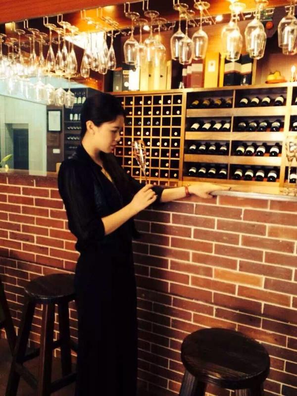 喝红酒的男人更具情怀 喝红酒的女人更妩媚