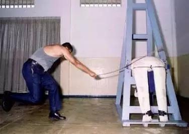 新加坡鞭刑女人