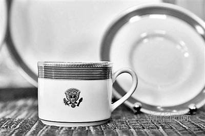 白宫国宴使用的杯子和盘子新华/美联
