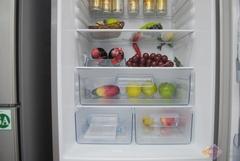 可调节的搁物架,让感觉不大的冷藏空间,突然变得简单合理、方便实用。对于一般家庭储存的食物,是完全足够码放的。