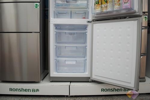 三维立体循环风,让保鲜冷冻都变得快速持久,智能精确控温,全程跟踪冰箱运行状态,节能省电。