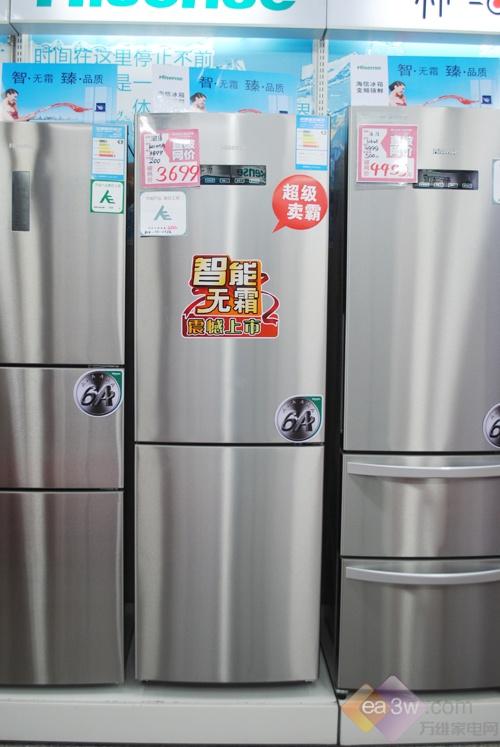 这款海信BCD-310WT/A冰箱的外观,采用了不锈钢拉丝板材,在家居里面摆设,既时尚又大气,经久耐用,清洗起来也非常方便。