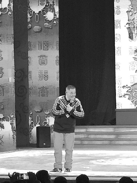 1月7日,赵本山突然亮相沈阳中街刘老根大舞台。本报记者陈玮摄