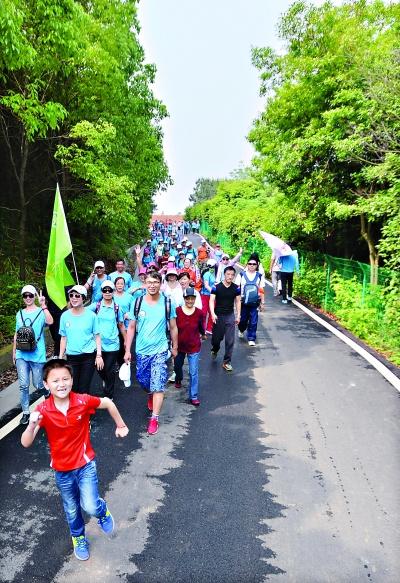 全国徒步大会在江夏举行 7000多户外达人体验