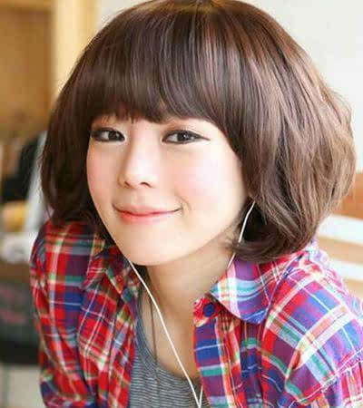 既修饰脸型又减龄,很吸引女生的韩式玉米烫短发发型呢!