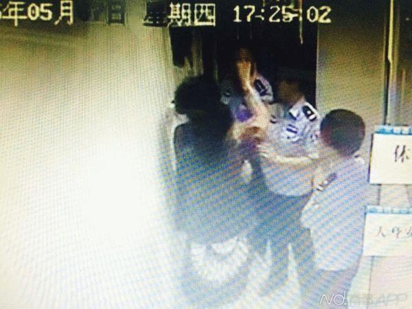 5月7日,女子不配合地铁安检,还辱骂塘朗站站长。