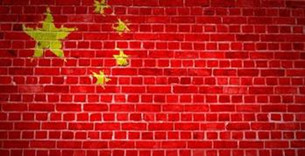 中国经济正在失去熟悉的高增速,每个过剩的行业都在形成一个囚笼,但市场仍在享受久违的激情。