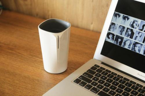Cuptime是一款智能水杯,通过蓝牙4.0与手机相连。它能够精确地记录用户每一次饮水及饮水量。除了提示杯中的水温是否过烫还是过冷,配合传感器和水平衡算法,Cuptime还能够在最合适的时间提醒用户