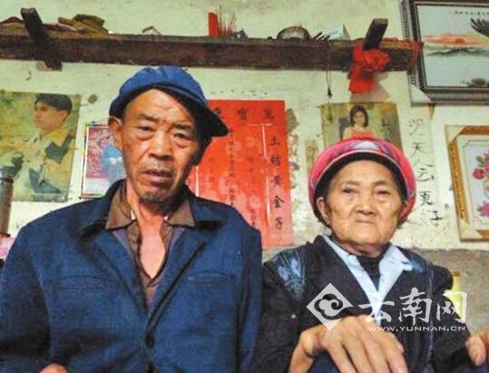 本年4月6日,钱仁风的母亲(右)带着永世的惋惜离世。供图