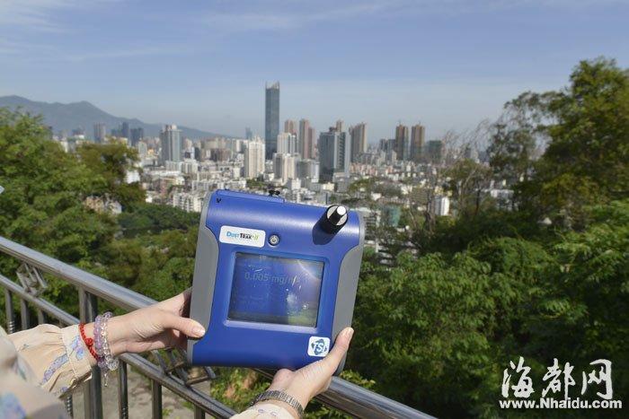 记者在乌山上测得PM2.5为5微克/立方米