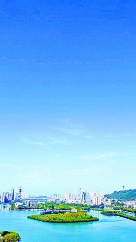 昨日,如宝石般清澈的蓝天重现鹭岛,网友纷纷记录下美丽画面。