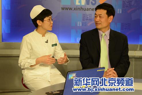 都城医科大学从属北京少年医院院长倪鑫(右),血液瘤子核心骨髓移植业余护士王春立(左)在访谈现场。新华社北京频道发 骆璐摄