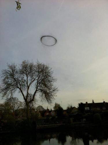 和你一起去看ufo:似烟圈似锅盖 来去很神秘(组图)