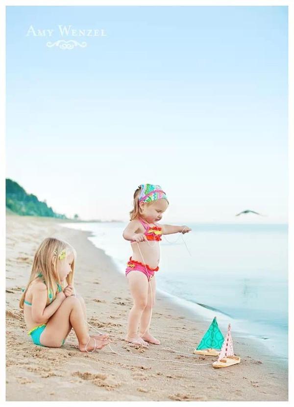 时尚 正文  夏天到了,爸爸妈妈们肯定很想带自己的宝宝去游泳玩耍吧?