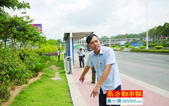 公交司机吴老师报告事发时的情形,称被确定负首要职责很冤。南都记者 吴进 摄