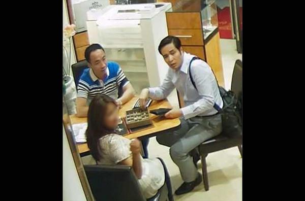 孟某及其朋友作案时的监控录相截屏。