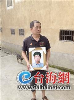 今年42岁的林某,是新罗区龙门镇朝前村人。5月7日凌晨2时许,因喉咙不舒服,他独自一人到龙岩市第二医院治病,不料2小时后病危,最终经抢救后不幸死亡。
