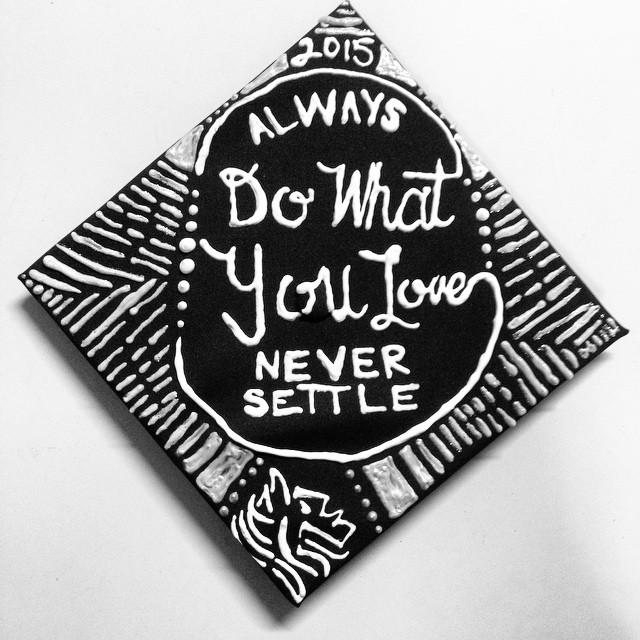 胶水,油漆笔,卡纸,剪贴画……毕业典礼成了一场个性十足的创意手工大