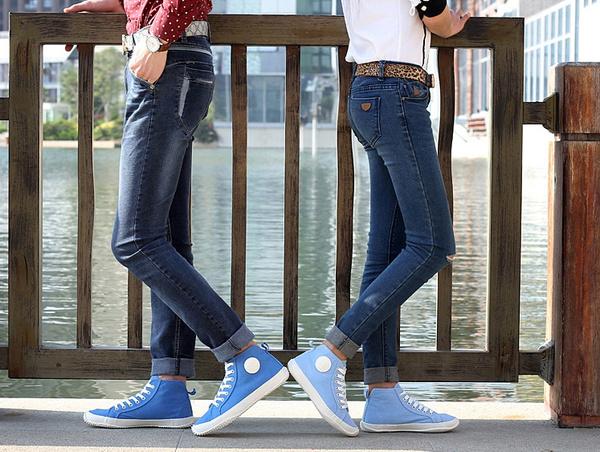 女款高帮帆布鞋怎么搭配?