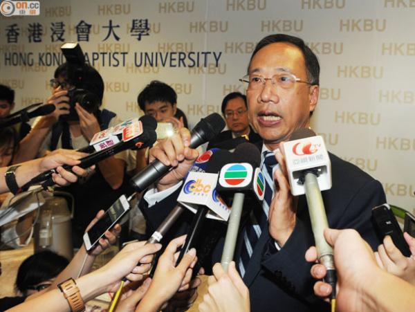 校董会秘书长李兆铨示意校董会将延期