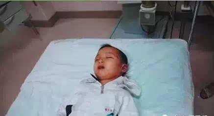 七岁视频中毒,送往小孩抢救无效死.亡.竟然是吃医院线输入图片