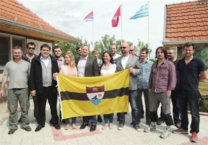 捷克议员(前排左四)与未来的Liberland自由共和国国民们合影