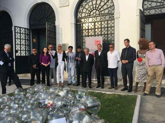 洛克菲勒家族祝贺威尼斯双年展创造身份展举办