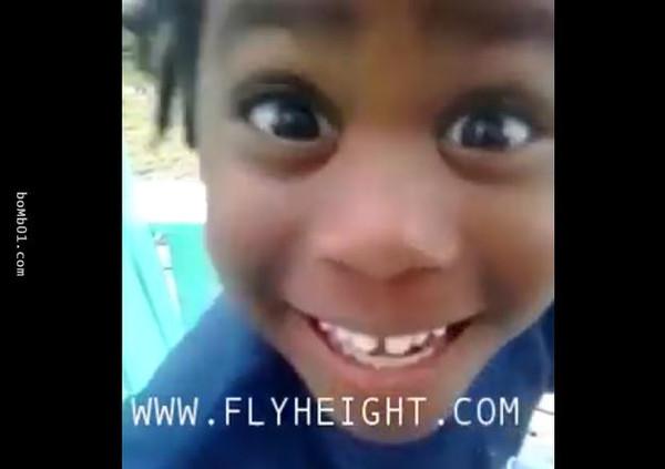 4岁小女孩被女生嘲笑长很丑,两句话就封住他的比男孩图片