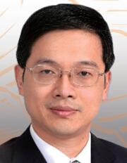 中国建筑董事长官庆 官庆刚满51岁,其博士学历在央企高管范围内也不多见。官庆是2010年中组部和国资委面向海内外公开招聘的12名央企高管之一。2011年4月,官庆出任中国建筑总经理。