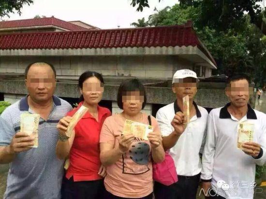这五名球童分获10万港币大红包。 图片来源:微三乡