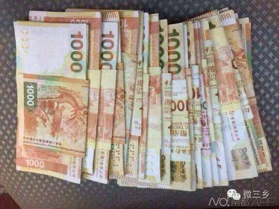部分球童获得的现金红包。 图片来源:微三乡