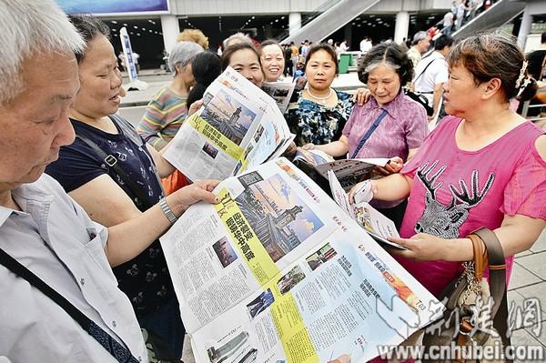 本报中博会特刊在会场内外热传 楚天都市报记者宋枕涛李辉摄