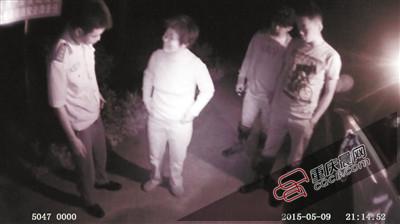 9日晚,民警发觉一位迷途男子。
