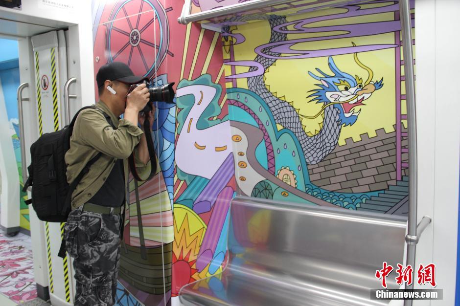 手绘卡通专列亮相 展海上丝绸之路文化元素(组图)
