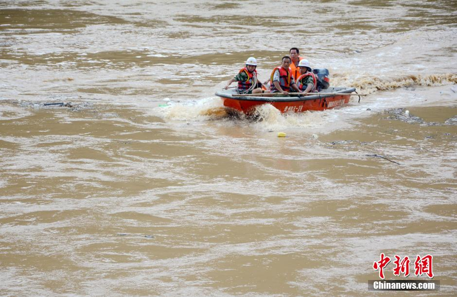 玩法等医疗在都柳江游戏行大规模水上应急演练综合救援,上举皮划艇,冲超级保龄球利用部门图片