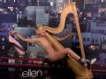 《艾伦秀第12季片花》S12E159 曝艾伦早期裸身弹竖琴视频
