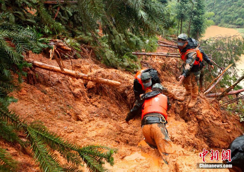 洪涝致赣百万人受灾 瑞金瑞林镇一片散乱