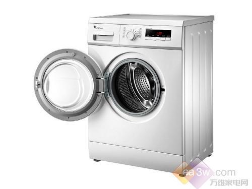 洗衣机采用不锈钢内筒,不生锈,经久耐用;翼式提升筋能延长摔洗路径,使洗衣机洗涤更加均匀。另外,洗衣机的高温自洁功能可把水加热到90℃,从而对内筒进行清洁,保证洗衣的健康卫生。