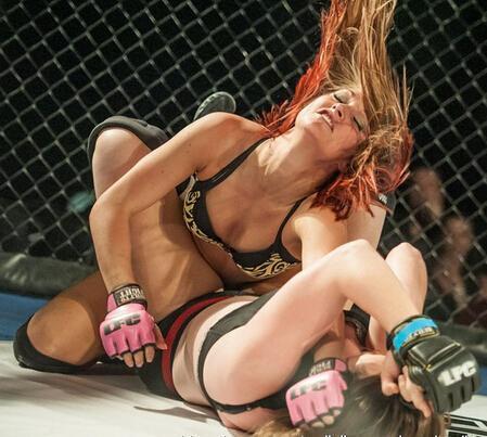 美国wwe女子内衣摔跤_wwe美国美女内衣摔跤