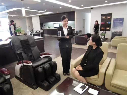 8、就坐礼仪   符合规范的坐姿显示出良好的职业素养,能够