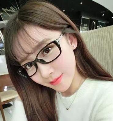 戴眼镜的女生适合那些发型图片