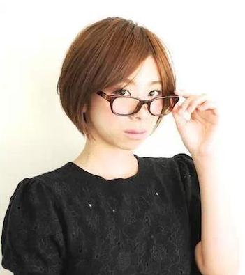 戴眼镜的女生适合那些发型