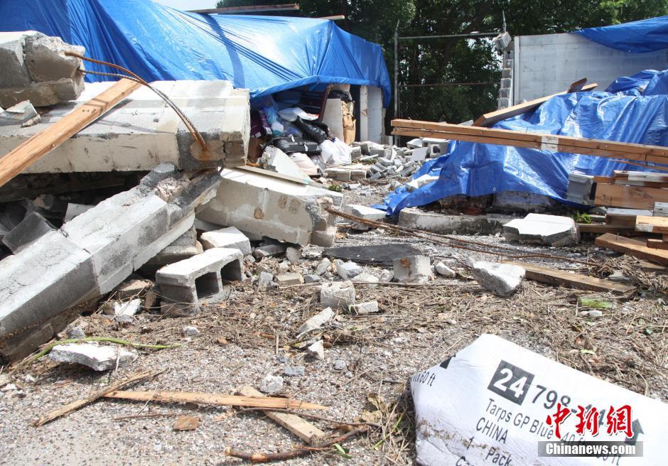 当地时间5月26日,美国第四大城市休斯敦遭遇强风暴袭击,龙卷风和洪水灾害已经造成至少4人死亡,数百房屋受损,上万户居民失去电力。中新社发 王欢 摄