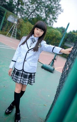 8岁爆红小萝莉王巧清纯写真被赞国民校花