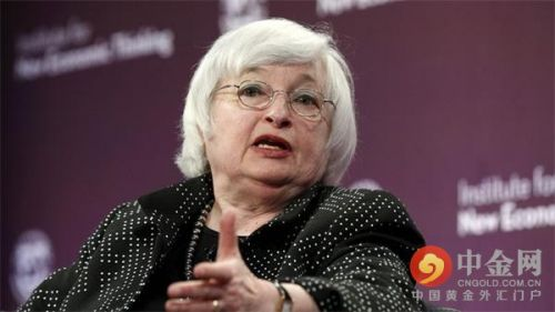 """他们担忧全球经济:耶伦上周在评论中称,""""全球许多地方的经济增长已经放缓,包括中国和其他一些新兴市场经济体。海外经济增长疲弱以及对汇率的影响已经削弱了美国的出口,拖累了美国经济。""""她期望未来经济阻力将减弱。但费希尔在以色列特拉维夫评论称,全球经济增长缓慢可能对美国货币政策产生影响,""""如果外部经济增长弱于预期,可能导致美联储更加缓慢的收紧货币政策。"""""""