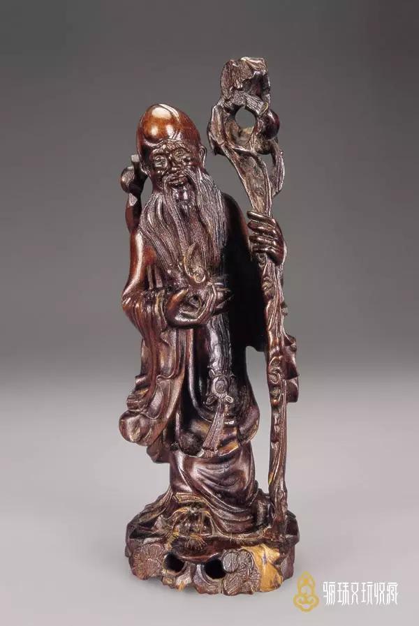 http://mt.sohu.com/20150529/n414042490.shtml mt.sohu.com true 收藏网罗天下 http://mt.sohu.com/20150529/n414042490.shtml report 2670 龙眼木雕是福建木雕中最具代表性的工艺品,也是我国木雕艺术中独具风格的传统工艺品,因其使用的雕刻材料是福建盛产的龙眼木而得名。龙眼木(即桂元树)材质坚实、木纹细密